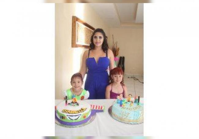 Compartieron ameno festejo por su cumpleaños las hermanitas Nicole e Isabella.
