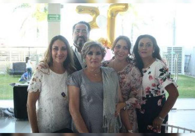 Celebró en grande un año más de vida, rodeada de sus seres queridos.