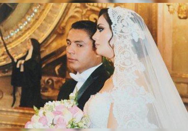 En sus desposorios, Manuel Hernández y Jessica González.