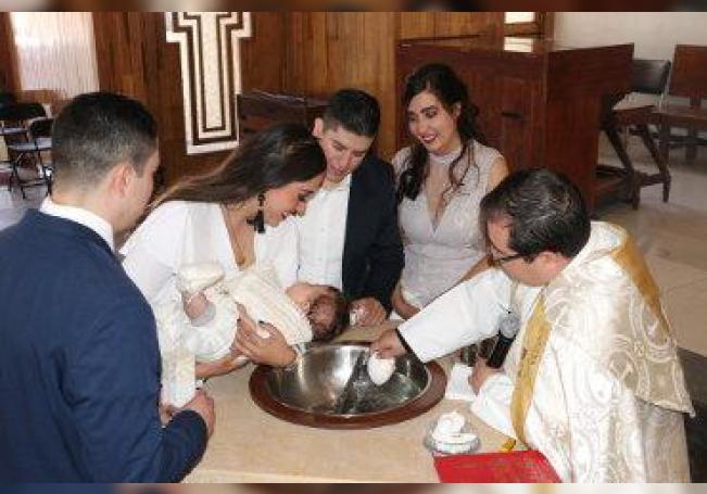 Recibió el primer sacramento en emotivo ceremonial.