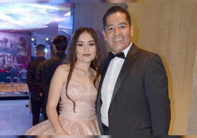 Dafne Gabriela junto a su papá, Francisco.