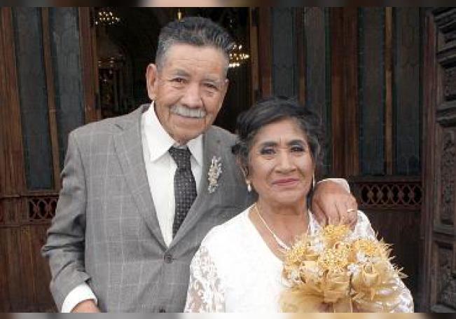 Festejaron sus bodas de oro J. Guadalupe Cruz Enríquez y Tomasa Romero García.