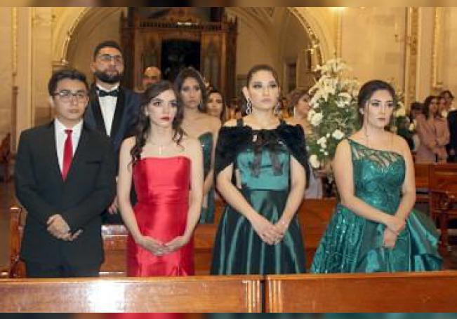 Nueva generación de odontologos egresó de la Universidad Cuauhtémoc.