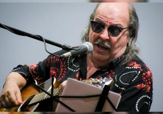 """Litto Nebbia celebra el 40 aniversario de """"Sólo se trata de vivir"""" en Polifonía Universitaria."""
