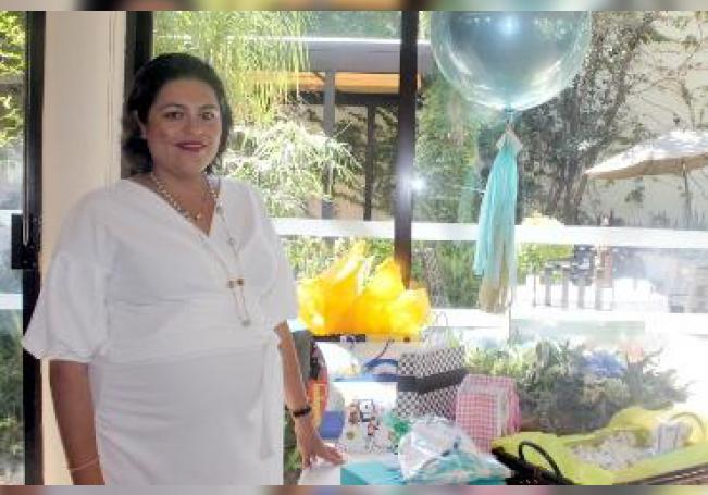 Elena Adán Velasco se convertirá en mamá por tercera ocasión.