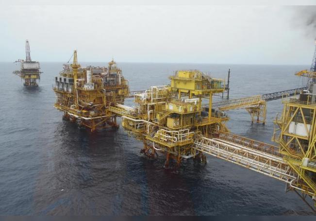 Fotografía de una plataforma petrolera de la estatal Petróleos Mexicanos (Pemex) ubicada frente a las playas de Ciudad de Carmen (México). EFE/Archivo