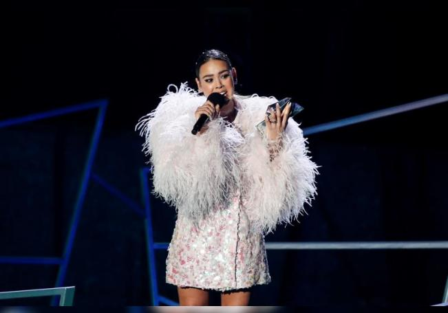 La cantante Danna Paola recibe el premio por Artista Con Mayor Incremento de Fans durante los Spotify Awards 2020 celebrado en Ciudad de México (México). EFE/José Méndez/Archivo