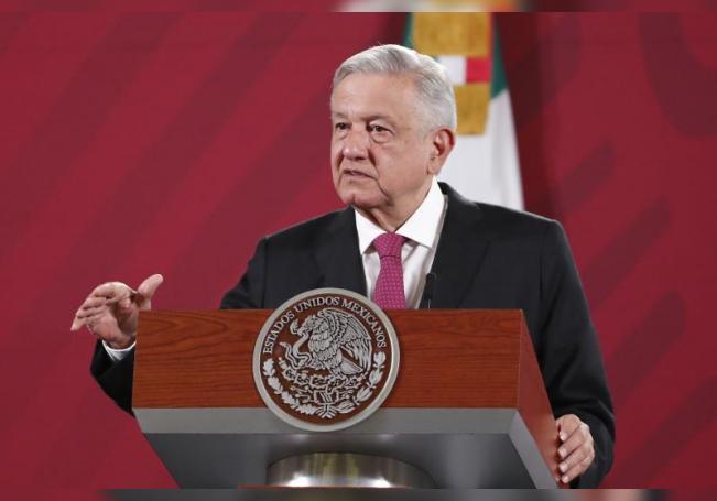 El presidente de México, Andrés Manuel López Obrador, habla durante una rueda de prensa matutina en el Palacio Nacional de Ciudad de México (México). EFE/ José Méndez/Archivo