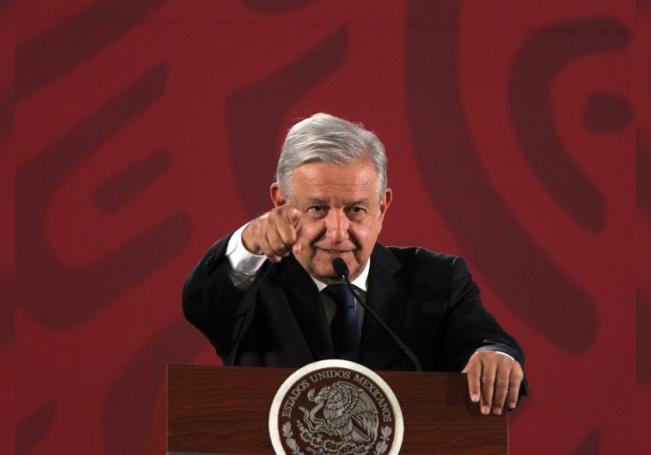 El presidente de México, Andrés Manuel López Obrador, habla durante su rueda de prensa matutina en el Palacio Nacional, en Ciudad de México (México). EFE/ Mario Guzmán/Archivo