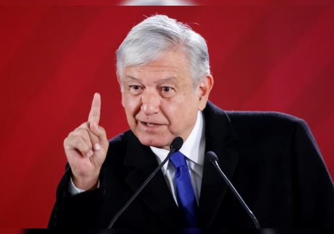 El presidente de México, Andrés Manuel López Obrador, habla durante su rueda de prensa matutina, en el Palacio Nacional, en Ciudad de México (México). EFE/José Méndez/Archivo