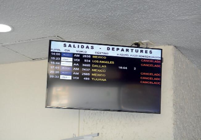 Algunos vuelos cancelados en el aeropuerto local.