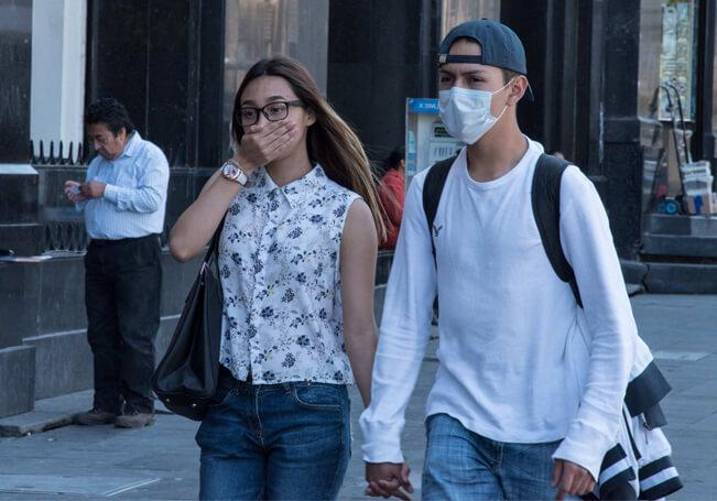 La gente se sigue negando al uso del cubrebocas, ya sea porque no creen en nada de la pandemia de coronavirus o de plano se sienten incómodos con su uso.