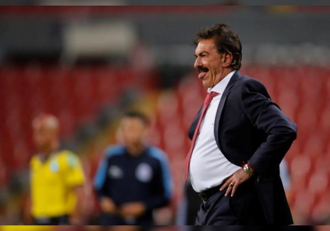 El entrenador argentino Ricardo La Volpe. EFE/ Francisco Guasco/Archivo