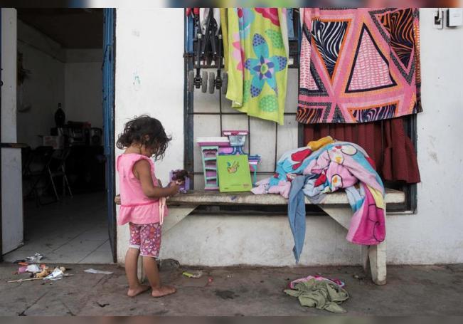 Las niñas y adolescentes mujeres son particularmente vulnerables durante la pandemia, al vivir una doble discriminación por su género y edad. EFE/Alberto Valdés/Archivo