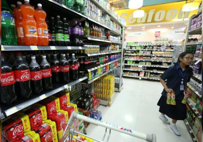 Investigadores de salud pública urgieron este martes al Gobierno mexicano a regular la industria de bebidas azucaradas para evitar las más de 40.000 muertes anuales asociadas a su ingesta. EFE/ Narong Sangnak/Archivo