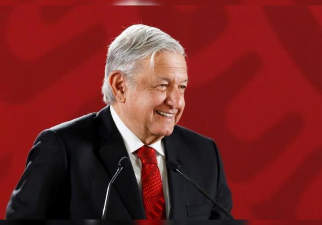 El presidente de México, Andrés Manuel López Obrador, reacciona en rueda de prensa matutina en el Palacio Nacional, en Ciudad de México (México). EFE/ José Méndez/Archivo