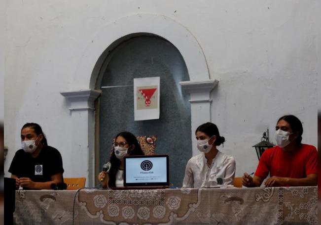 Integrantes del colectivo Somos 456 participan este miércoles en una rueda de prensa en la ciudad de Guadalajara, estado de Jalisco (México). EFE/Francisco Guasco