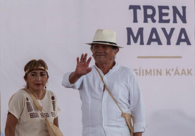 Habitantes de la ciudad de Mérida, en el estado de Yucatán, participan de la consulta a comunidades indígenas que determinará la realización o la suspensión de la construcción del Tren Maya. EFE/Cuauhtémoc Moreno/Archivo