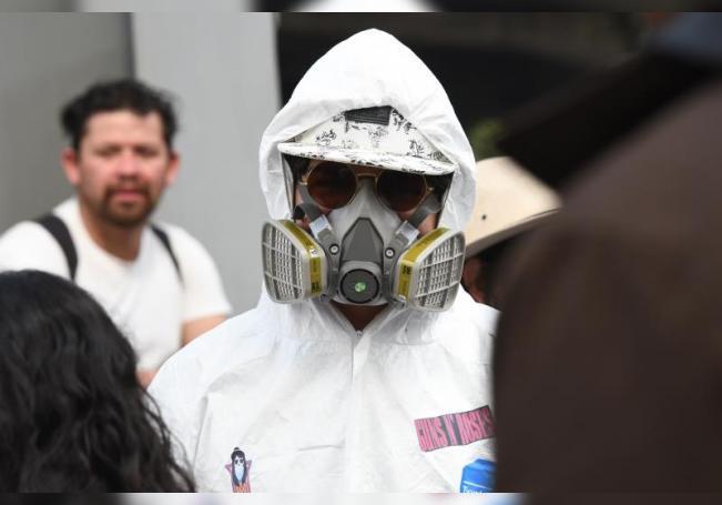 Un joven con protección por el coronavirus en Ciudad de México (México). EFE/ Jorge Núñez/Archivo