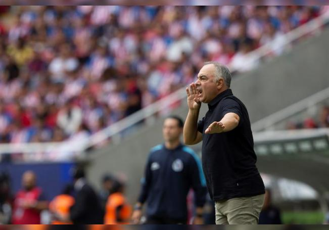 Guillermo Vázquez, entrenador de San Luis. EFE/ Francisco Guasco/Archivo