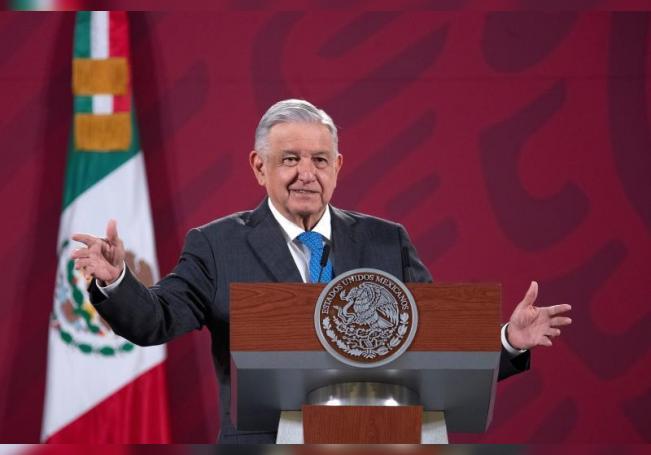 Fotografía cedida por la presidencia de México, del presidente Andrés Manuel López Obrador, durante una rueda de prensa matutina hoy en el Palacio Nacional de Ciudad de México (México). EFE/Presidencia de México/SOLO USO EDITORIAL