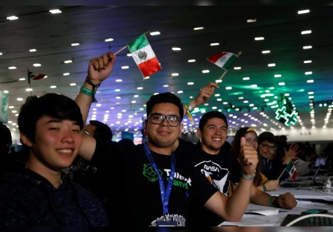 Vista de varios jóvenes en el marco de las actividades del Talent Land, en la ciudad de Guadalajara (México). EFE/Francisco Guasco/Archivo