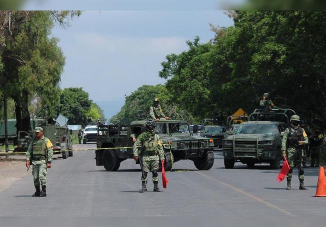 Elementos del Ejercito Mexicano realizan retenes en la principales carreteras en el municipio de Celaya, en el estado de Guanajuato (México). EFE/Str/Archivo