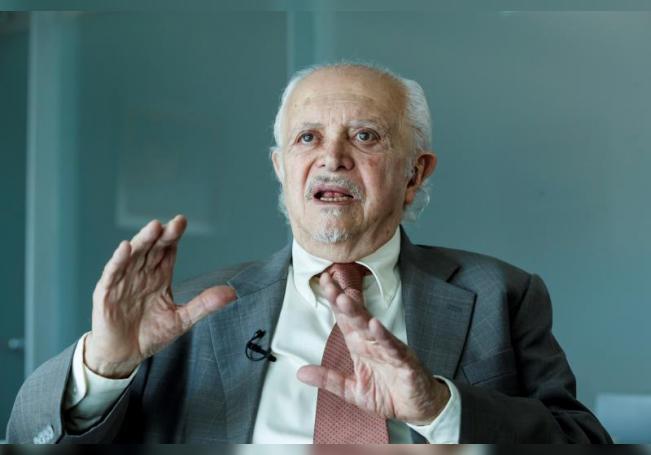 El premio Nobel de Química (1995), Mario Molina, habla en entrevista con Efe en Ciudad de México (México). EFE/ José Méndez/Archivo