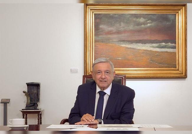 Fotografía cedida hoy por la Presidencia de México que muestra al mandatario mexicano, Andrés Manuel López Obrador, durante un mensaje en Palacio Nacional de Ciudad de México (México). EFE/Presidencia de México