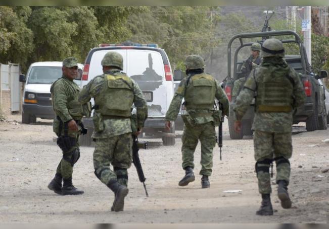 En el interior de los vehículos se encontraron varias armas largas. También se informó que otra camioneta con pistoleros logró escapar. EFE/Archivo