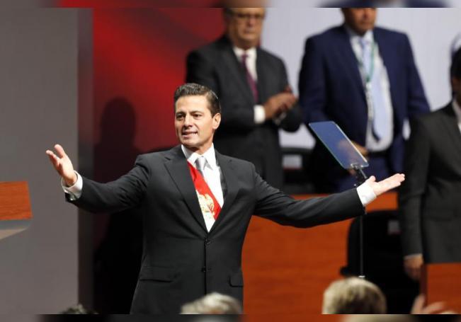 El expresidente de México, Enrique Peña Nieto, durante su último informe de su gobierno en el Palacio Nacional, sede del Ejecutivo, en Ciudad de México (México). EFE/Jorge Núñez/Archivo