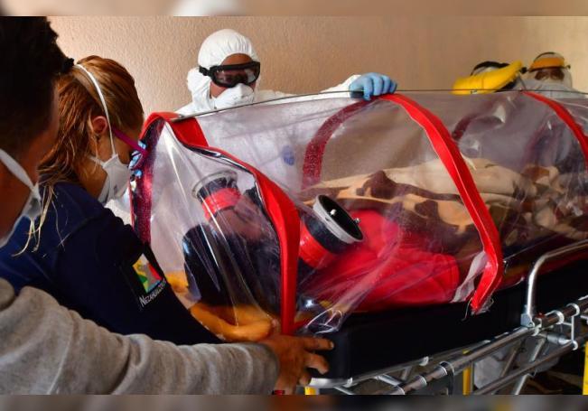 Fotografía del 10 de junio de 2020 del rescate de un enfermo con COVID-19, en el municipio de Nezacualcóyotl, en el Estado de México (México). EFE/Jorge Núñez/Archivo