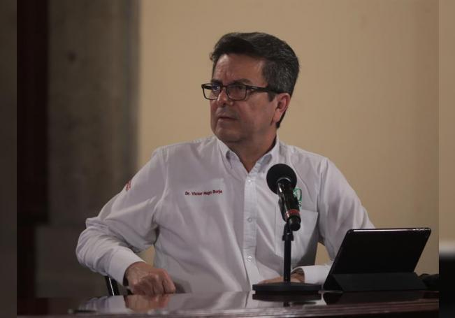 El director de Prestaciones Médicas del Instituto Mexicano del Seguro Social (IMSS), Víctor Hugo Borja, durante una rueda de prensa en Palacio Nacional, en Ciudad de México (México). EFE/Presidencia de México