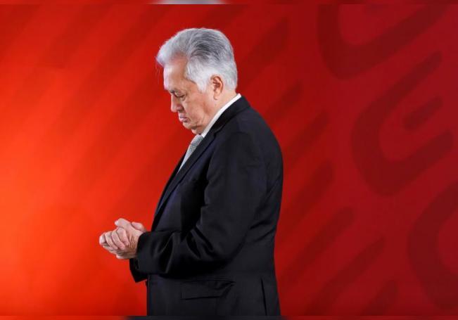 El titular de la Comisión Federal de Electricidad (CFE), Manuel Bartlett, participa en una rueda de prensa en Ciudad de México (México). EFE/Archivo
