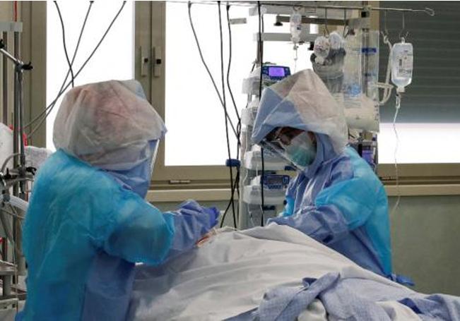 Las cifras de infectados y decesos diarios, lejos de disminuir van en aumento.