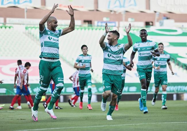 Santos se impuso dos goles a cero frente a las Chivas.