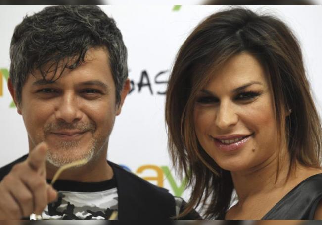 El cantante Alejandro Sanz y Raquel Perera. EFE/Sergio Barrenechea/Archivo