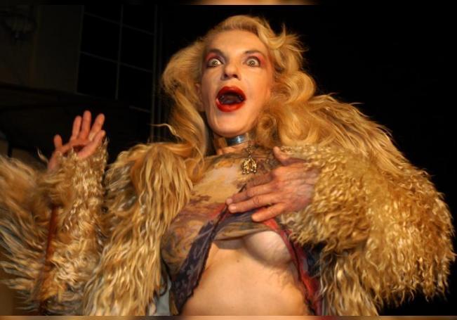 """La vedette Wanda Seux durante la presentación de la obra teatral """"Baño Turco"""" en un teatro de la capital mexicana. EFE/Archivo"""