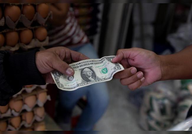 Peso mexicano arranca septiembre al alza y cierra en 21,53 unidades por dólar