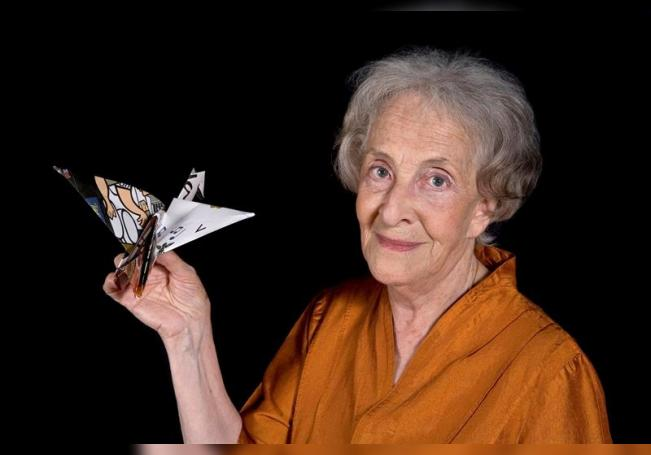 Fotografía sin fecha cedida por Daniel Mordzinski/HAY FESTIVAL que muestra a la poeta uruguaya Ida Vitale, durante una conversación hoy en el Hay Festival de Querétaro (México). EFE/Daniel Mordzinski