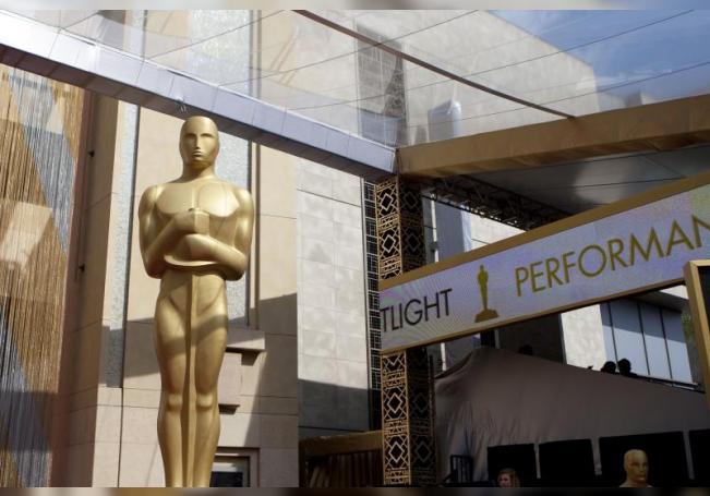 Vista de la estatua de los Premios Óscar el Teatro Dolby de Los Ángeles, California (EE.UU.). EFE/ARMANDO ARORIZO/Archivo