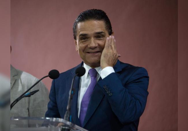 Fotografía fechada el 15 de noviembre de 2019 que muestra al gobernador de Michoacán (México), Silvano Aureoles. EFE/Iván Villanueva