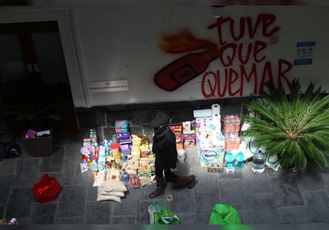 Activistas y víctimas de violencia ocupan la sede de la Comisión Nacional de los Derechos Humanos (CNDH), en Ciudad de México. EFE/Sáshenka Gutiérrez
