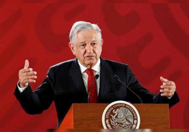 El presidente de México, Andrés Manuel López Obrador, asiste a una rueda de prensa matutina en el Palacio Nacional, en Ciudad de México (México). EFE/ José Méndez/Archivo