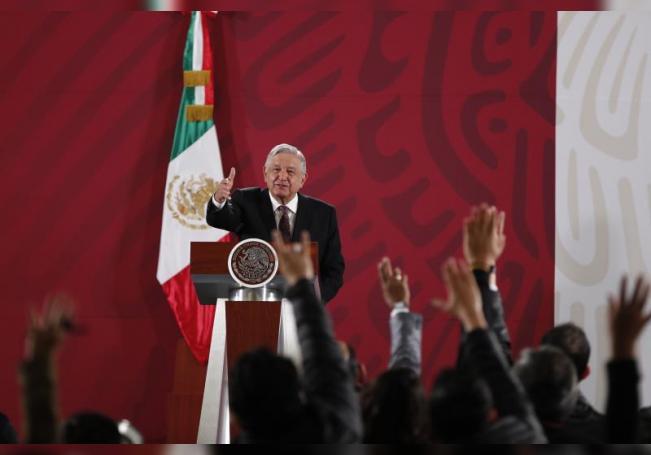 El presidente de México, Andrés Manuel López Obrador, ofrece su rueda de prensa matutina en el Palacio Nacional de Ciudad de México (México). EFE/ José Méndez/Archivo