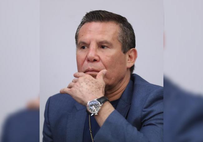 El exboxeador mexicano Julio Cesar Chávez durante una conferencia de prensa, en la Secretaria de Relaciones Exteriores en la Ciudad de México (México). EFE /Mario Guzmán/Archivo