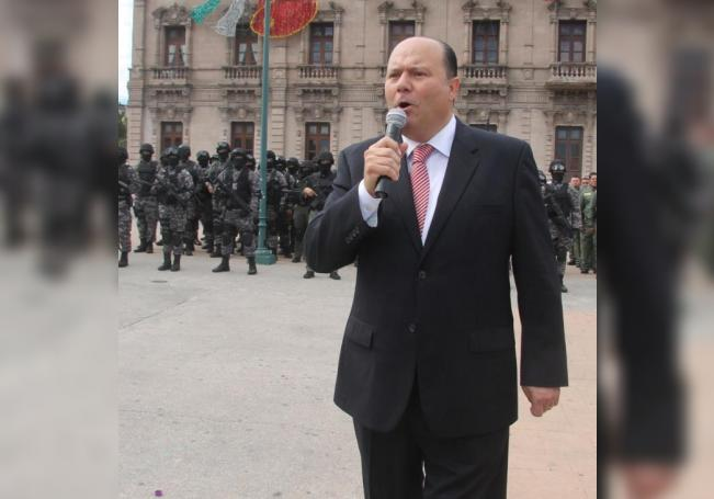 Fotografía del 4 de octubre de 2016 del exgobernador César Duarte durante su despedida con las fuerzas de seguridad del estado de Chihuahua (México). EFE/Archivo