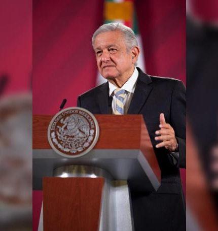 Fotografía cedida hoy por la Presidencia de México que muestra al mandatario Andrés Manuel López Obrador durante su rueda de prensa matutina, en Palacio Nacional, en Ciudad de México (México). EFE/ Presidencia de México /SOLO USO EDITORIAL /NO VENTAS