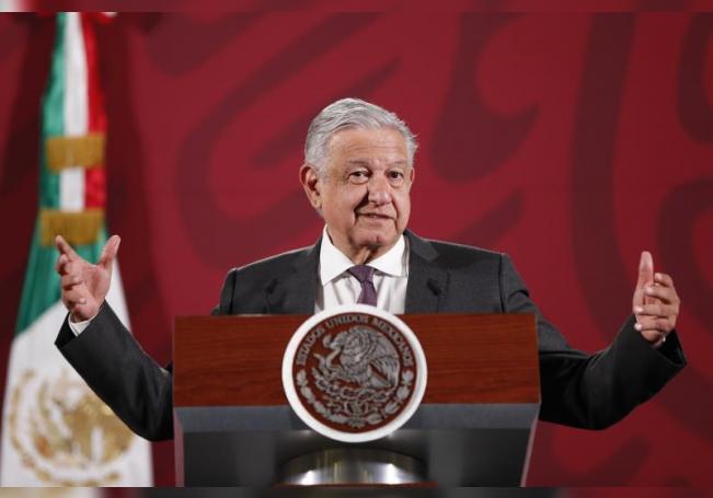 El presidente de México, Andrés Manuel López Obrador, habla durante su rueda de prensa en el Palacio Nacional de Ciudad de México (México). EFE/José Méndez/Archivo