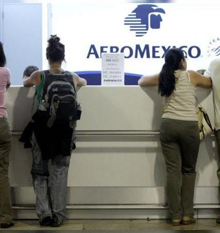 """Los sectores de aerolíneas, aeropuertos y hotelería de México, que han sido severamente afectados por la pandemia de COVID-19, tendrán """"poca mejoría"""" en 2021, aseguró este jueves la agencia financiera Moody's en un comunicado. EFE/Sergio Barrenechea/Archivo"""